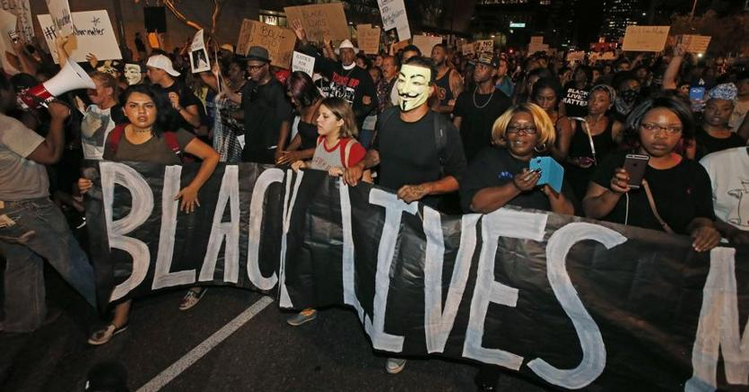 Manifestazione dopo la sparatoria a Dallas